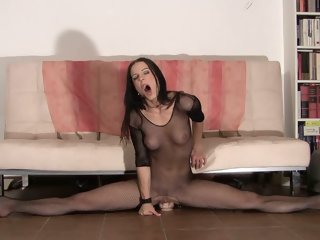 Flexible Gymnast Rides Dildo..
