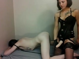 Sexy Domnatrix Uses Her Slave